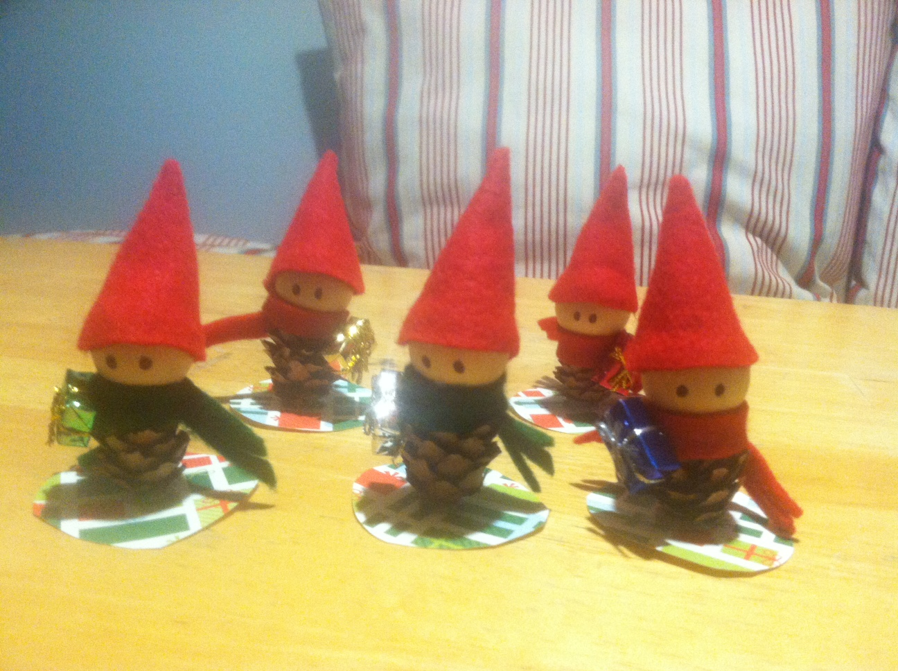 How to Make Mini Christmas Elves for Less!