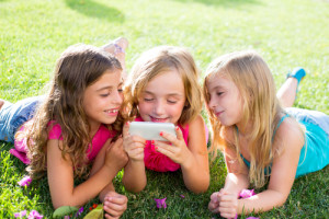 Score 22 kids iTunes apps and 10 kids Android apps for FREE  today! Via Shutterstock.