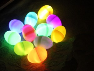 Easy glow in the dark eggs! Via YouthLeaderStash.com.