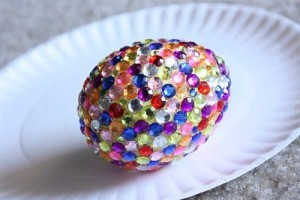 Fully coated rhinestone egg. Via Crafty Cupboard.