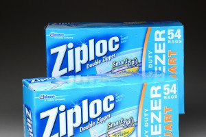 Save pennies by reusing Ziploc bags - via Shutterstock