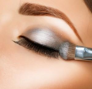 Score FREE eyeshadow primer today! Via Shutterstock.