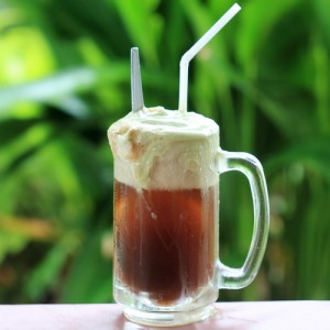 Score a FREE root beer float from A&W today! Via Shutterstock.