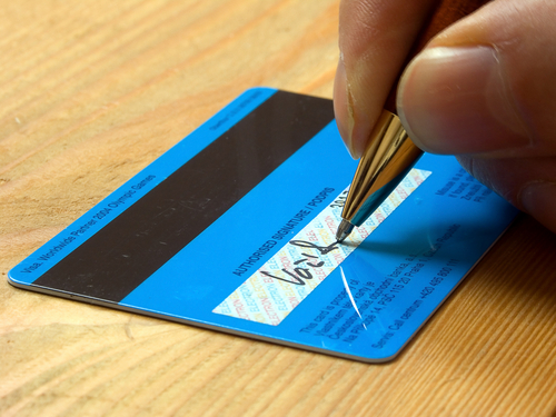 Do You Sign the Back of Your Credit Cards?