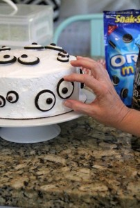 Monster eye cake
