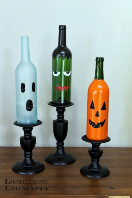 Halloween decorations 8 easy diy crafts for Easy wine bottle crafts