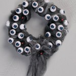 6 Easy DIY Creepy and Cute Halloween Wreaths