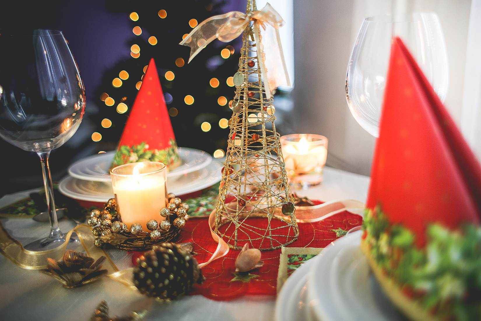 10 Tips on Finding Christmas Decorations for a Bargain