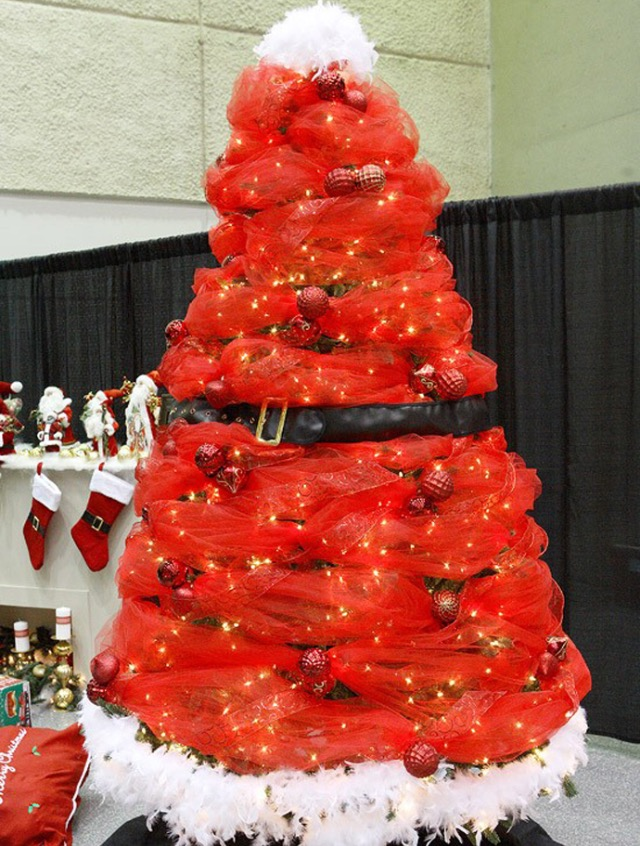 Unique Christmas Tree Decorating Ideas Part - 42: Decorate With Red Ornaments. Santa Christmas Tree