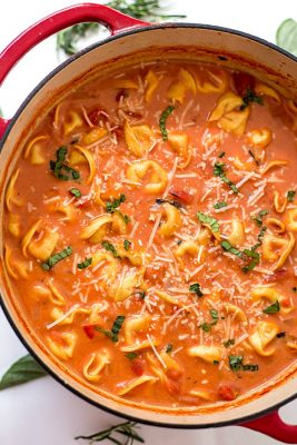 one-pot-creamy-tomato-tortellini-soup-7-7