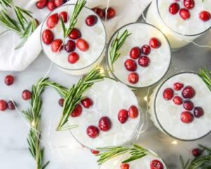 6 Festive Christmas Cocktails To Put You in the Holiday Spirit